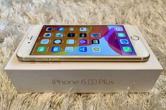 Apple IPhone 6s Plus Gold 128 Gigabytes And Airpods image 3