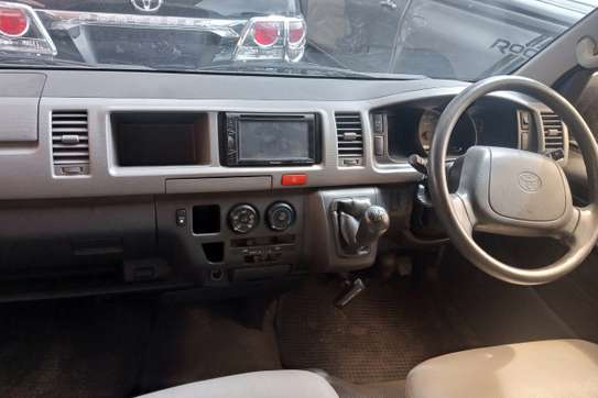 Toyota HiAce KDH222 image 5