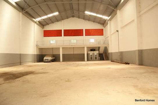 6000 ft² warehouse for rent in Mtwapa image 8