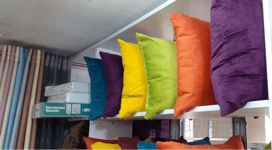 THROW PILLOWS TO MAKE YOUR ROOM LOOK ELEGANT image 7