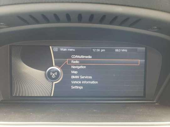 BMW 320i image 8