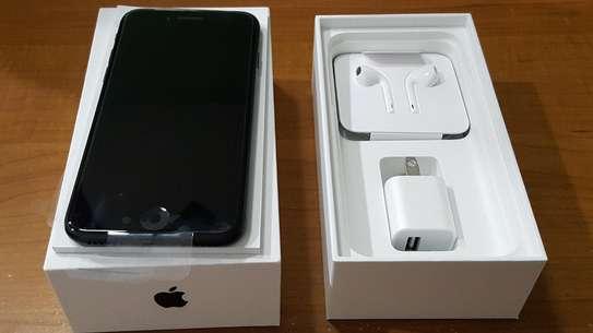 Apple iPhone 7 Plus (128GB) image 3