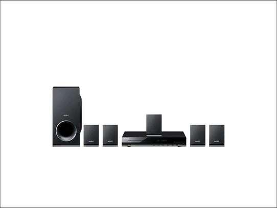 Sony 5.1Ch DVD – DAV-TZ140 image 1
