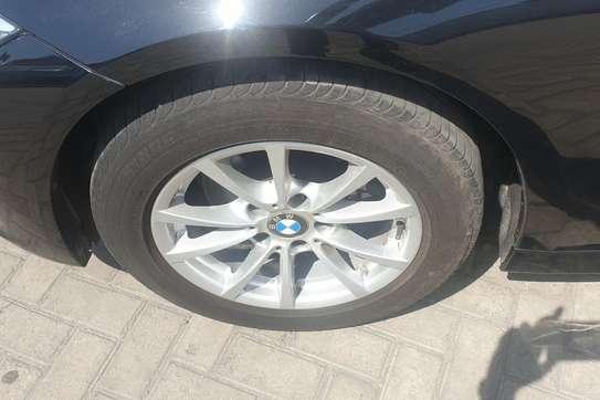 BMW 320i image 6
