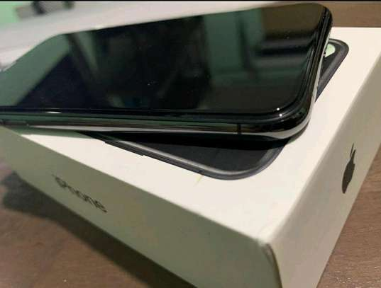 Apple Iphone Xs Max / 512 Gigabytes / Black And Wireless Airpods image 3