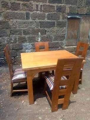 Cushioned 4 seater dinning set image 1