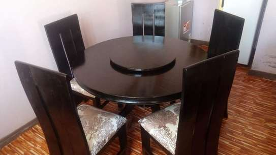 5 Seater Dinning Table with a revolver