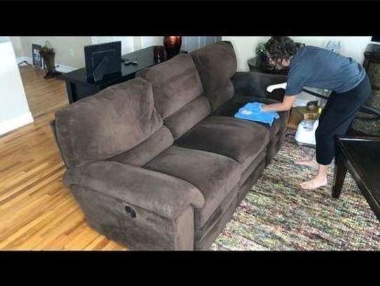 couch cleaning image 2
