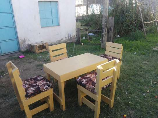 Pallets dining table image 2