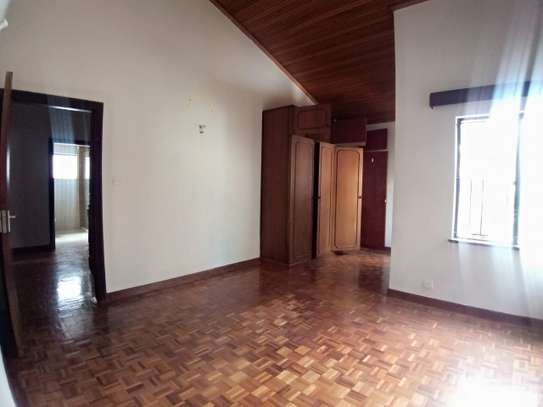 4 bedroom townhouse for rent in Kilimani image 12