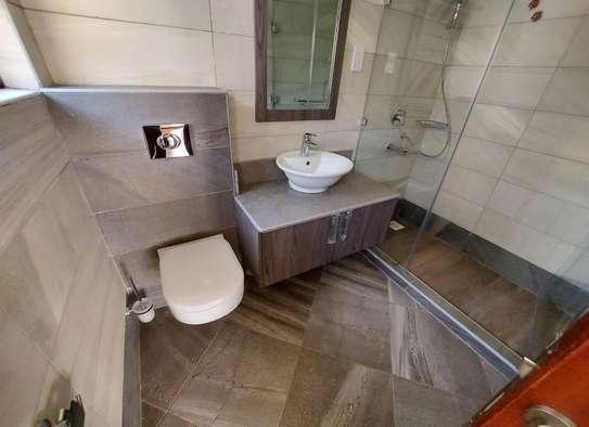 5 bedroom villa for rent in Lavington image 11