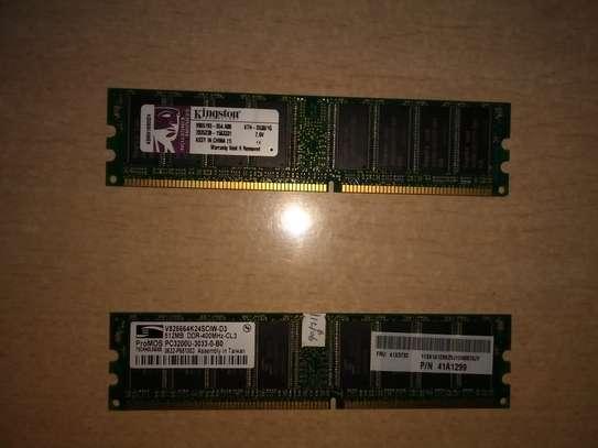 RAM (Random Access Memory) 2GB
