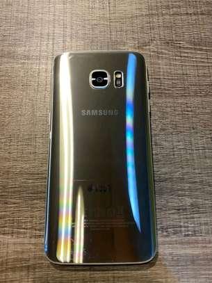 Samsung Galaxy s7 edge 128 Gigabytes & Galaxy Buds image 2