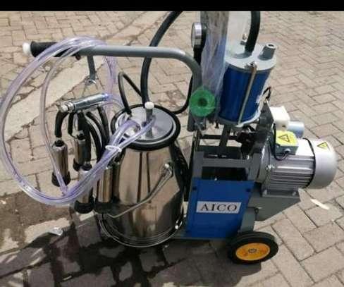 Brand new milking machine image 2
