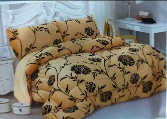 Woolen duvet with two pillow cases image 6