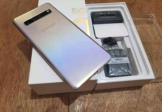 Samsung Galaxy S10 5G  ¤ 512 Gigabytes  And Wireless Charger image 2