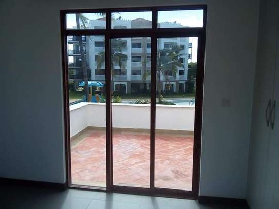 3 BEDROOM APARTMENT FRONT ROW image 6