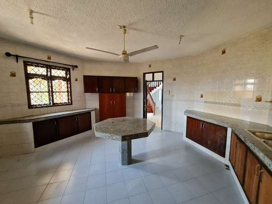 4 bedroom house for rent in Nyali Area image 10
