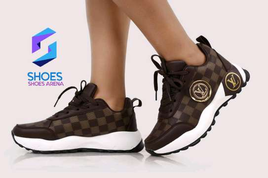 Original Lv sneakers image 2