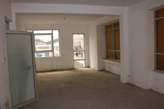 4000 ft² office for rent in Industrial Area image 4