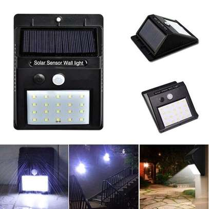 PIR Motion Sensor Solar powered Wall Light 20 LED