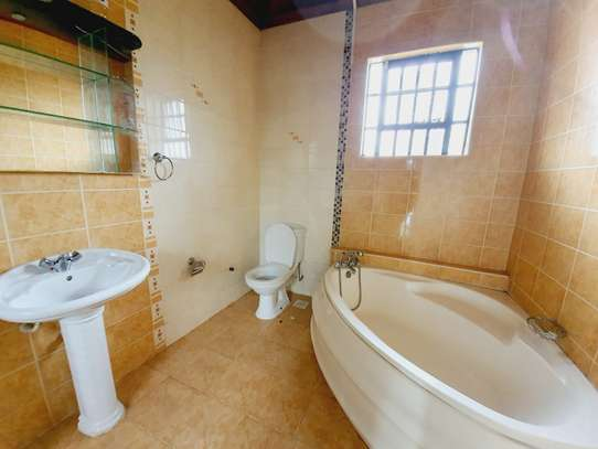 5 bedroom house for rent in Lavington image 7