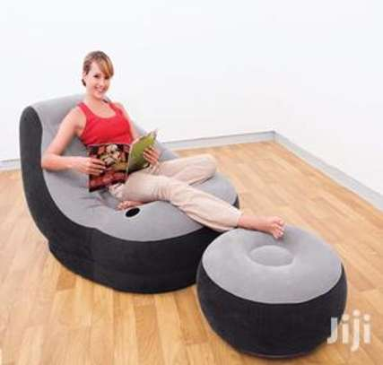 inflatable seats with a puff image 1