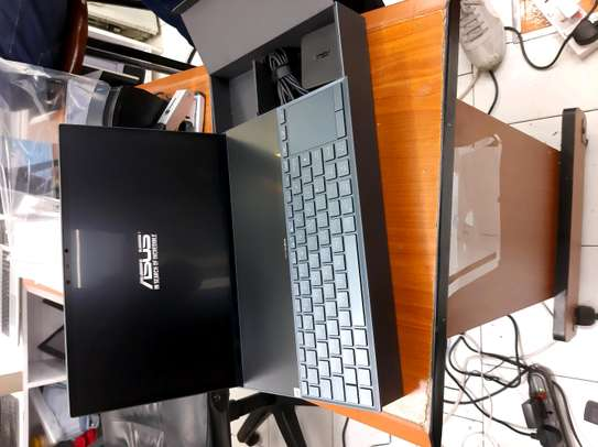 Asus zenbook UX-481 intel corei7 16gbram..512ssdgb..TOUCHBAR image 2