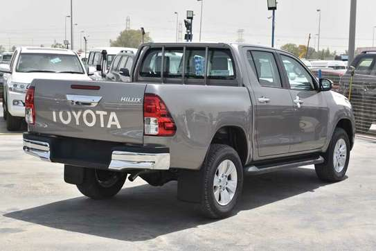 Toyota Hilux image 11