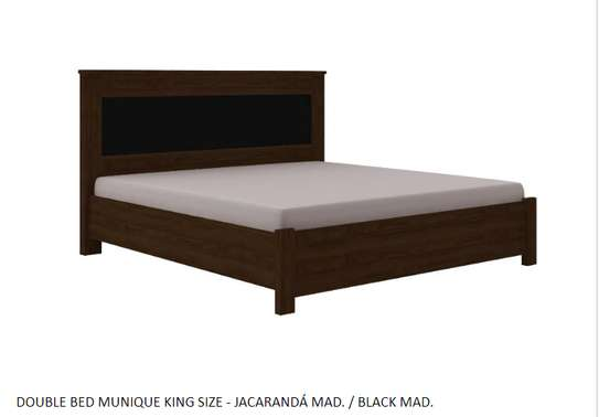 MUNIQUE KING SIZE BED - JACARANDÁ MAD. / BLACK MAD.