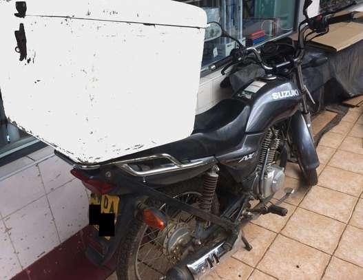 SUZUKI MOTOR BIKE image 2