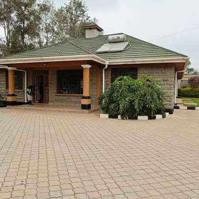 An OUTSTANDING 3 BEDROOMS BUNGALOW image 9