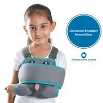 Paediatric shoulder immobilizer (sling with swath) image 1