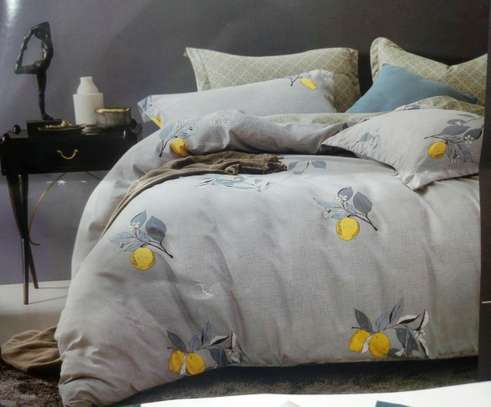 6*6. COTTON BINDED DUVETS WITH 1 BEDSHEET AND 2 PILLOW CASES image 5