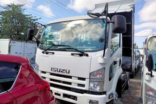 Isuzu Forward image 3