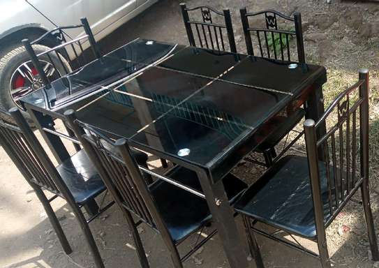 Cosy dining table with 6 people capacity image 1