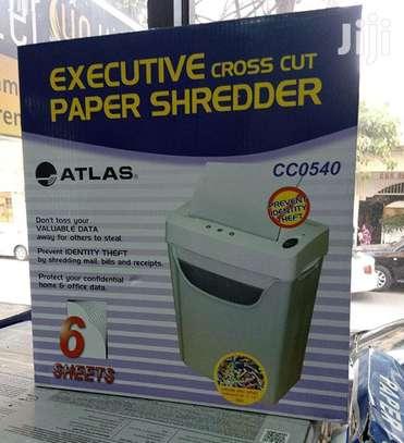 Crosscut Paper Shredder 6 Sheets image 1