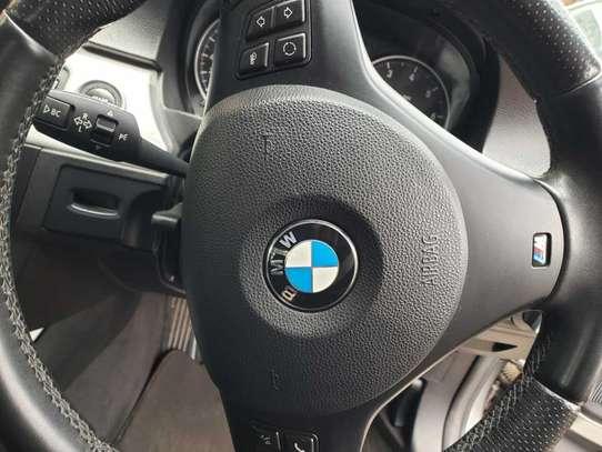 BMW 320i image 10