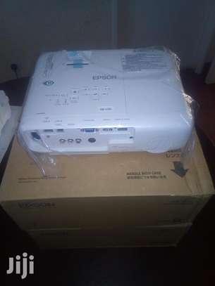 Full HD projector Epson EB U05 image 2