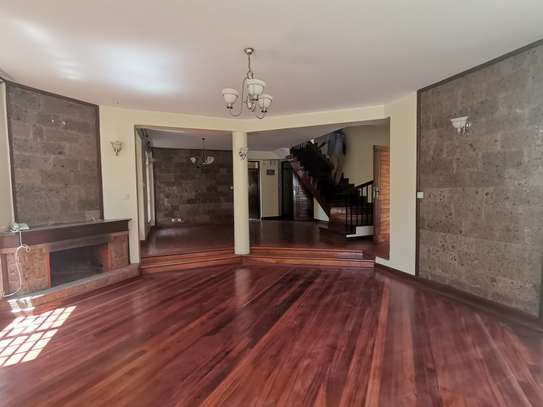 CLEAN AND SPACIOUS 5BEDROOM TOWNHOUSE WITH DSQ image 7