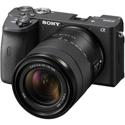 Sony Alpha a6600 Mirrorless Digital Camera with 18-135mm Lens image 1