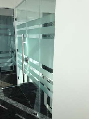 Frameless partition and aluminium windows image 1
