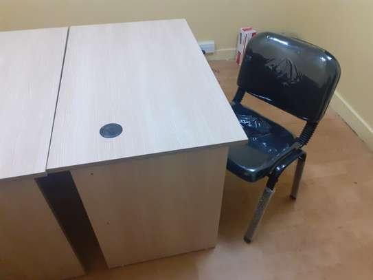 Advantage Desk/Chair Package image 3