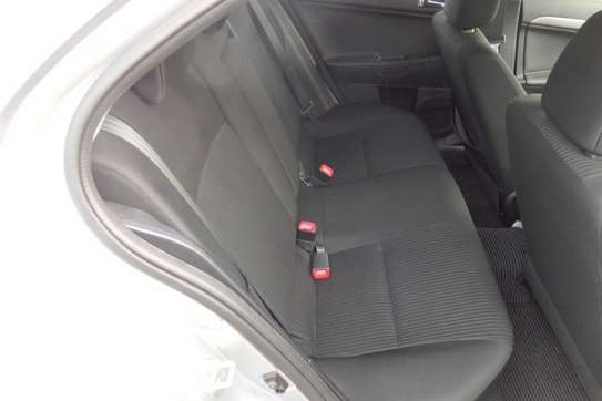 Mitsubishi Galant Fortis image 9