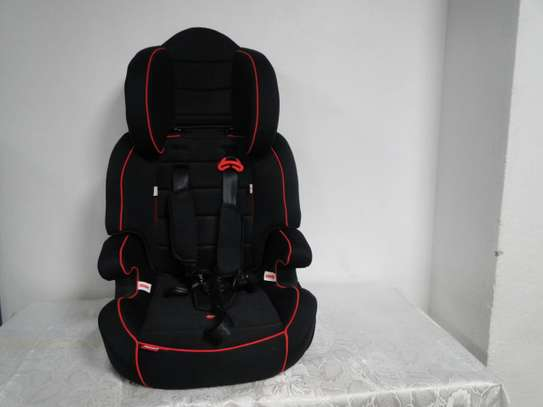 2 in 1 Baby car seat/bed image 1