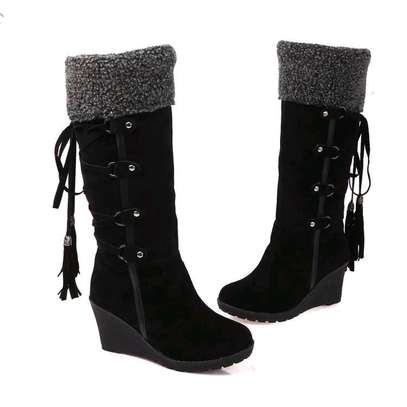 Ladies Knee length warm boots image 2