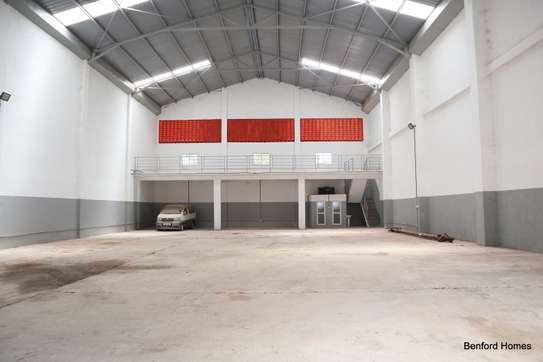 6000 ft² warehouse for rent in Mtwapa image 7