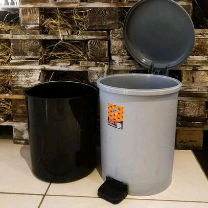 Pedal Dustbin with Inner Plastic image 1