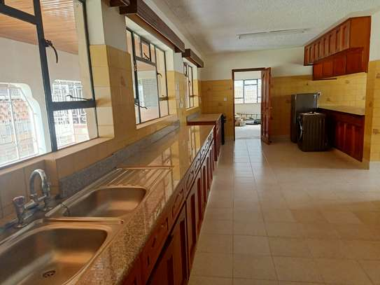 5 bedroom house for rent in Nyari image 10