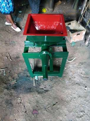Mini Briquette Machine image 3